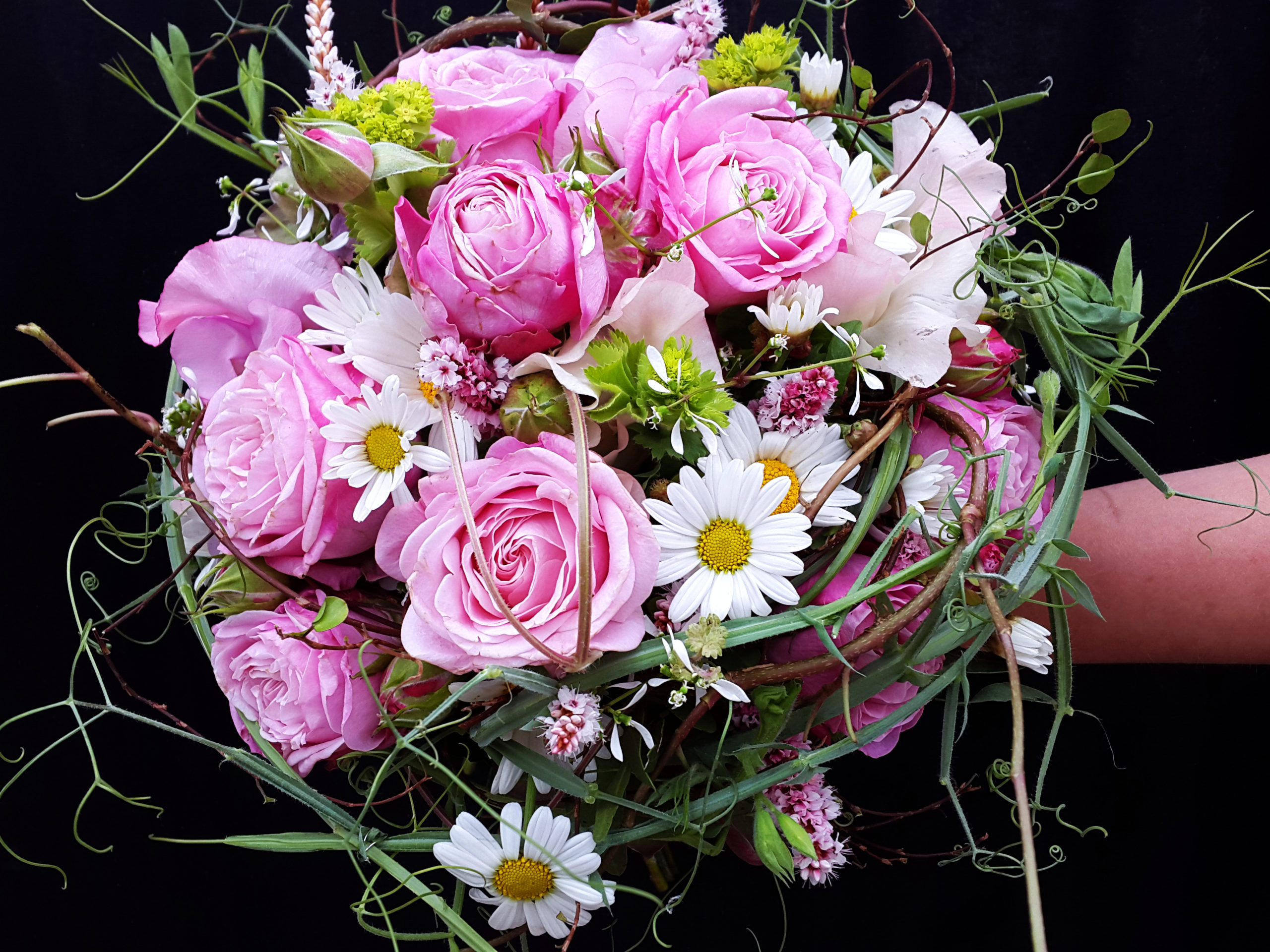 Brautstrauß Rosa Rosen Und Margeriten